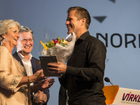 Norrøna receives the award Retailer of the year by Virke's Vibeke Hammer Madsen, and Anders Lægreid, DNB