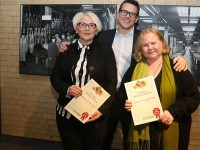S-market Wiklund  winners. On the left, Store manager Hanna Lempiäinen and Harriet Koskenmäki are congratulated as the winners by Antti Oksa.